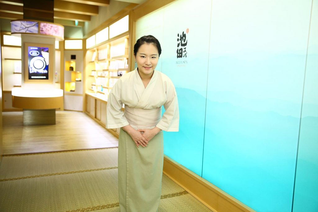 Ikeda Spa therapist greeting and bowing customer